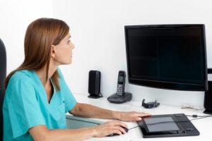 Travail avec écran d'ordinateur