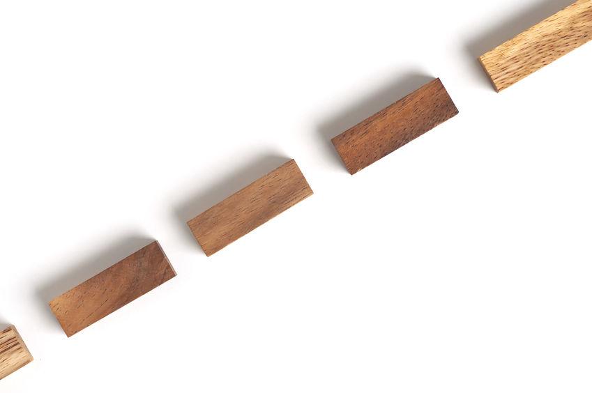 blocs de bois à mettre sous le bureau de travail