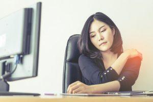 Douleur à l'épaule au bureau